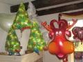 Weihnachtsballons Tannenbäume und Rentier